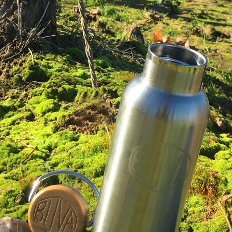 Botella reutilizable de acero inoxidable, con doble pared y aislamiento.Tapón de acero inoxidable, silicona libre de BPA y acabados en bambú.